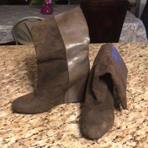 Hidden wedge boot